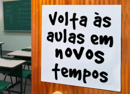 Governador João Dória anuncia a vacinação contra COVID-19 e da esperança à volta as aulas em 2021.