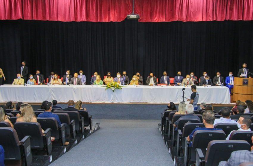 Marcos Tonho toma posse como prefeito e Sabrina Colela é eleita presidente da Câmara de Santana de Parnaíba