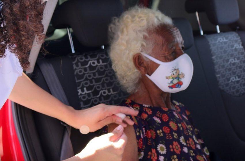 Jandira iniciou a vacinação para idosos com mais de 90 anos