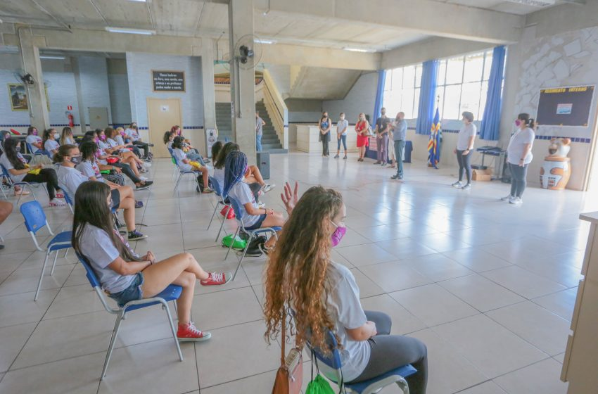 """Alunas da rede municipal de Santana de Parnaíba participam do projeto """"As Vozes das Adolescentes"""""""