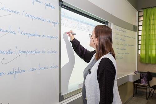 Profissionais de educação devem realizar o cadastro novacinaja.sp.gov.br