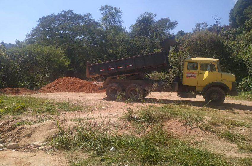 Cotia tem área de preservação invadida com descarte irregular