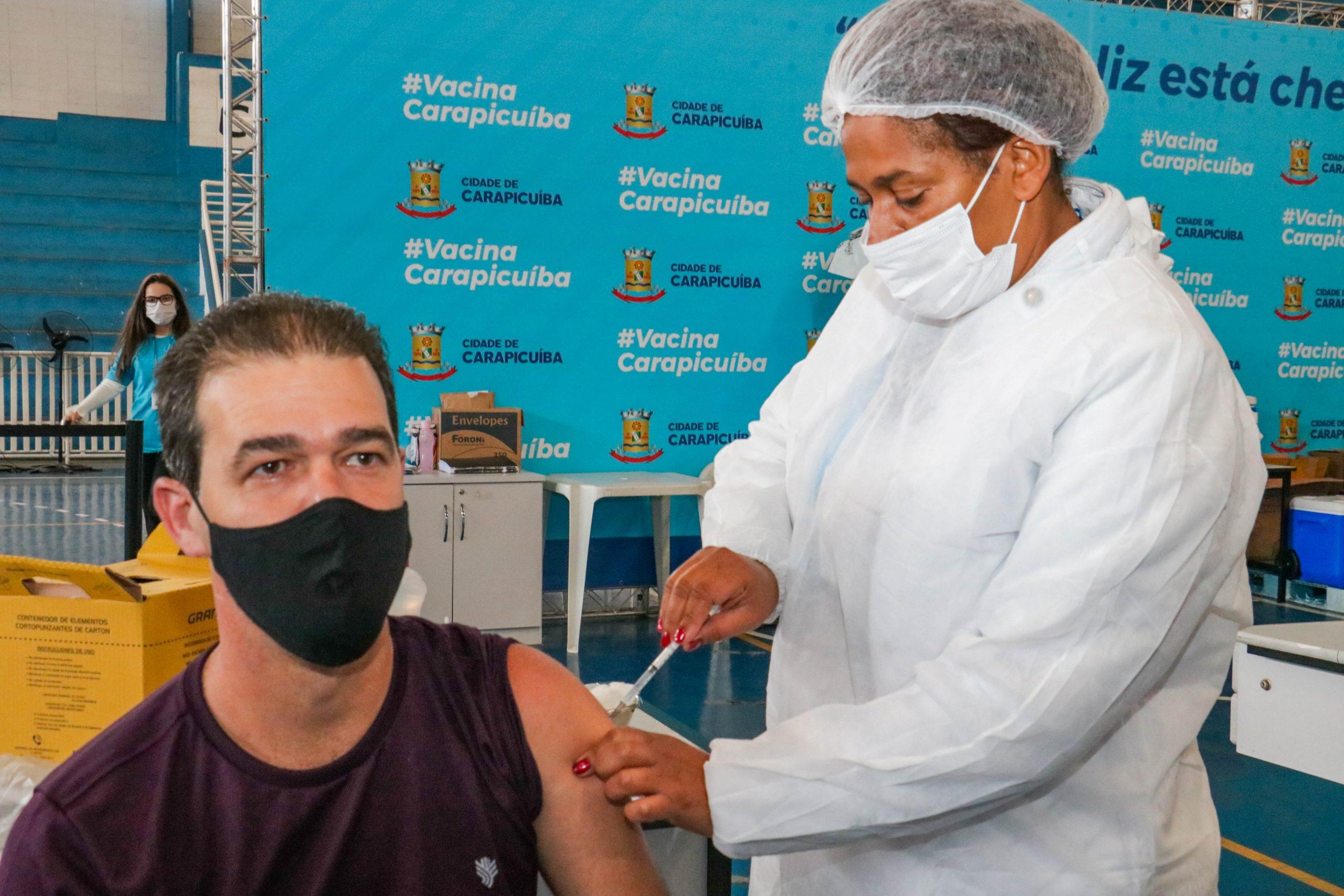 Carapicuíba inicia vacinação acima de 46 anos