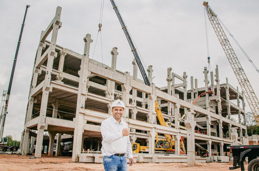 Marcos Tonho acompanha concretagem do 1º pavimento do Novo Hospital